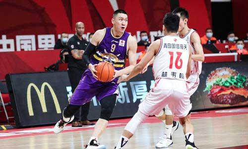 黑马出现在CBA新赛季,青岛拿下北京控,四连胜