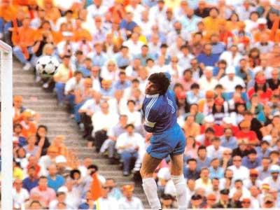 荷兰传奇范巴斯滕接受采访,回忆欧洲杯经典零度进球