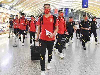 北京青年报:国足众将已经顺利抵达多哈,直接前往酒店接受新冠检测