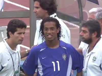 高清!02世界杯英格兰小贝欧文vs巴西3R组合