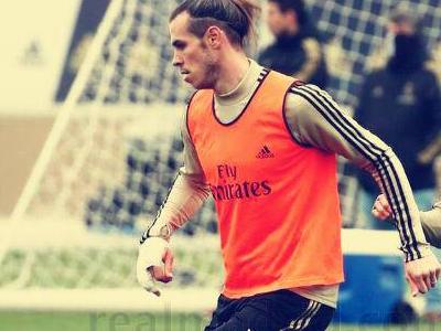 西班牙媒体报道,贝尔在训练中手指受伤