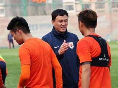山东泰山公布新赛季中超名单:蒿俊闵、费莱尼领衔,格德斯缺席