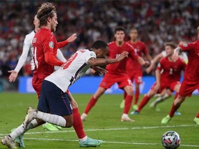 六台记者:斯特林的点球是英格兰的耻辱