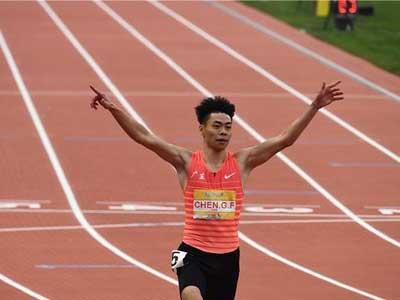 10秒19,苏炳添小师弟陈冠峰田径邀请赛100米夺冠
