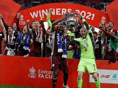 里程碑!莱斯特城首座足总杯冠军颁奖典礼