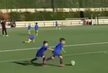 梅西儿子蒂亚戈被苏亚雷斯儿子巧过,足球天赋极佳