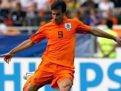 荷兰足协表示,范尼在欧洲杯期间将会进入国家队教练组