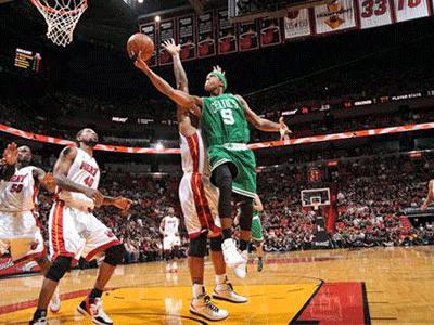 NBA第25周十佳盖帽 詹姆斯惨遭封盖浓眉无情钉板