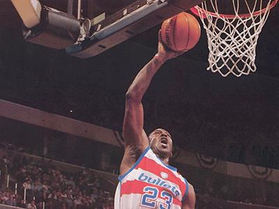 TopNBA: 12日NBA最佳扣篮 萨博尼斯霸气隔扣